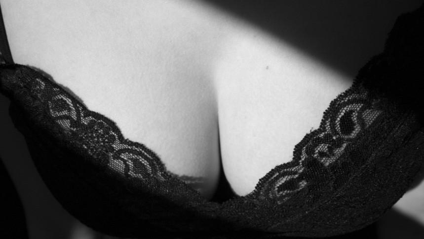 женская грудь черно белое фото