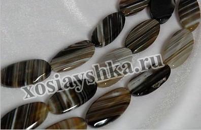 Сардоникс - драгоценный камень, который имеет холодный темные полоски оникса и теплые светлые цвета сердолика, то есть соединяет в себе лучшие качества халцедонов.