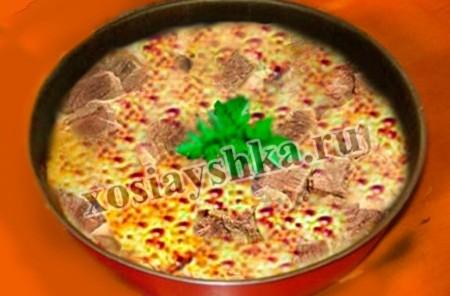 Как часто мы готовим блюда из баранины? Думаю, совсем не часто. Не заслуженно мы забываем про ценную, чистую и очень вкусную баранину. Предлагаю рецепт совсем немного обжаренной и в основном тушеной баранины, да еще с яичком. Это шедевр Югославской кухни.