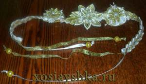 Ожерелье из атласных лент и бусин