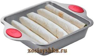 Энчиладас уложить в форму для запекания