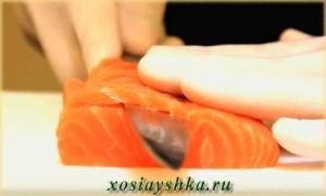 Срежьте пласт рыбы
