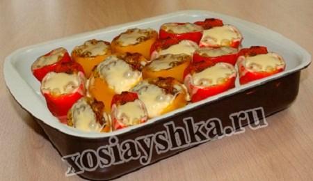 Перец, фаршированный овощным ассорти