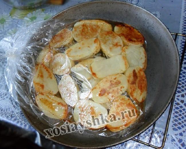 Картошка, запеченная в духовке в пакете для запеканя