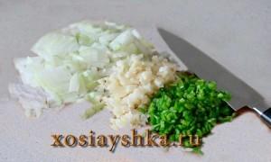Нарезать мелко овощи